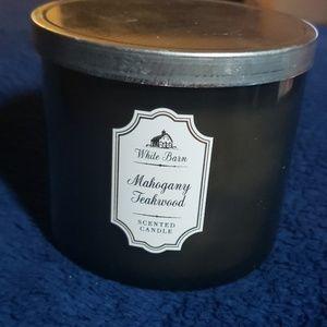 White Barn Mahogany Teakwood 14.5 oz Candle